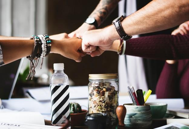 9 Smart Apps to Stay Connected with Your Team and Coworkers