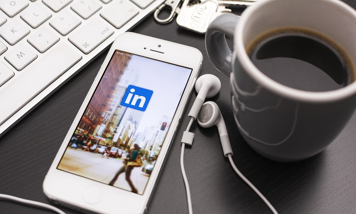 Social Media Cold Outreach: How To Send a LinkedIn Message to Anyone on LinkedIn